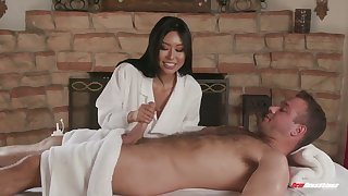 Killing hot Asian masseuse Honey Moon serves her client at the highest level